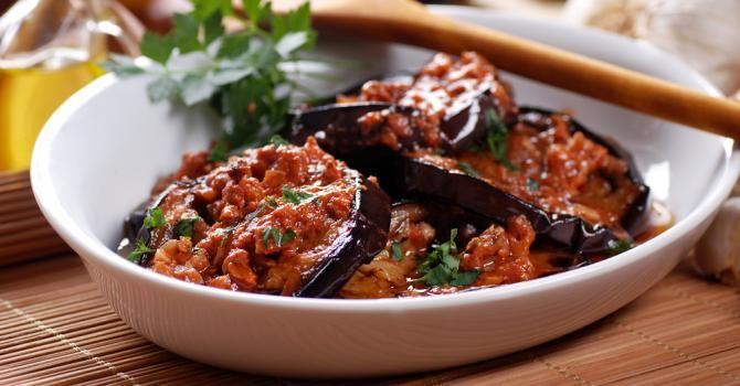 Recette de Aubergines épicées à la marocaine. Facile et rapide à réaliser, goûteuse et diététique. Ingrédients, préparation et recettes associées.