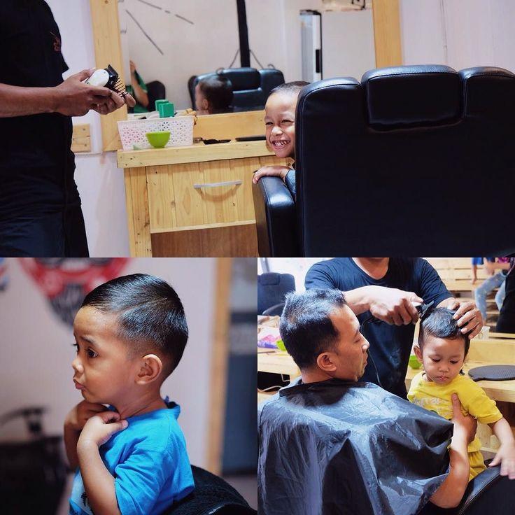 Siapa bilang barbershop cuma untuk orang dewasa? Nihhh para jagoan cilik aja kalo potong rambut ke hello barbershop. Yokkk lets go potong rambut biar makin tampan bro . #barber #barbers #barbergang #barberman #beard #barbershop #barberlife #haircut #hairstyle #hellobarber #hellobarbershop #mensgrooming #menshairstyle #retro #men #man #gentlemen #vintage #shave #shaving #pomade #pomadestore #solo #jogja #karanganyar #exploresolo #explorekaranganyar by hellobarbers