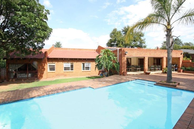 Property for sale in Weltevreden Park R2,1m