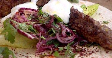 Kebabs de cordero a la parrilla con el singular toque de Jamie Oliver