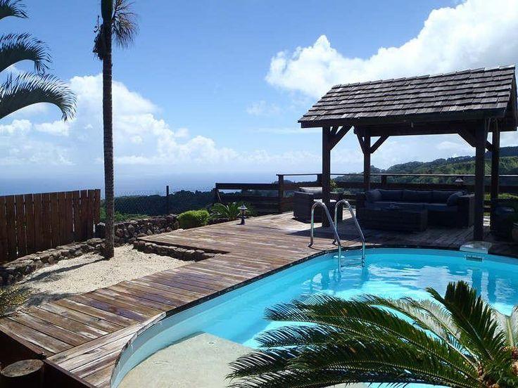Rendez-vous ici http://www.aitoimmobilier.com/annonces/achat-de-prestige/maison/mahina-987/96564787.htm pour savoir à quelle maison appartient cette piscine de Tahiti !