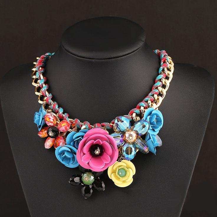 Colier statement cu flori si cristale multicolore
