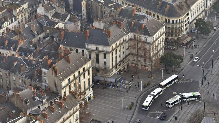 Gender issues: hommes conducteurs portent jupes:Canicule à Nantes : des conducteurs de bus portent la jupe, à défaut de shorts