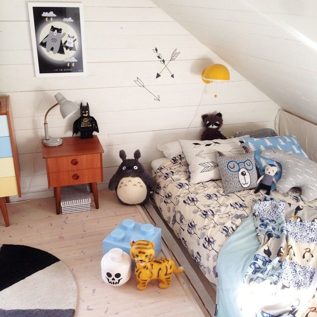 boys room..