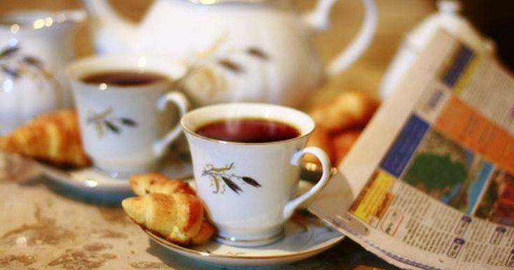 Quais são os benefícios para a saúde do chá Earl Grey?. O chá Earl Grey, que leva o nome de Earl Charles Grey, primeiro-ministro da Grã-Bretanha em 1800, é um chá preto popular levemente temperado. Este chá tem uma história intrigante com lendas misteriosas que são, reconhecidamente, muito artificiais. Em uma lenda, os servos de Earl Grey supostamente salvam o filho de um nobre das garras de um tigre ...
