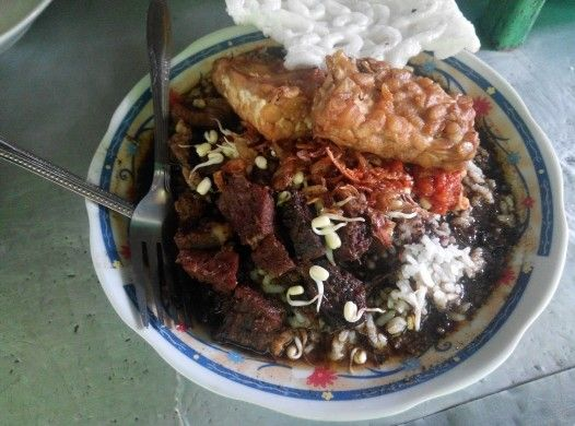 Rawon  Makanan khas jawa timur