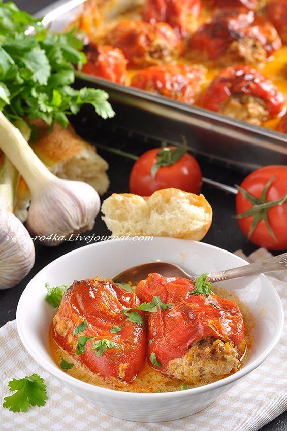 Запеченные фаршированные перцы в сметанно-томатном соусе