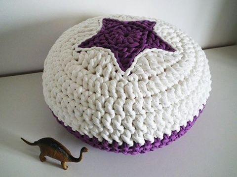 Пуф-подушка из трикотажной пряжи Крючок, 2 клубка - вуаля Всем приятного вечера  _________________ Фото Pinterest