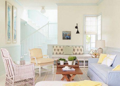 Colores pastel - Si lo que buscas para tu hogar es una atmósfera delicada, suave y sin estridencias, los tonos pastel con mucha cantidad de blanco logran ese objetivo. El amarillo, azul, rosa y verde apagados conviven en perfecta armonía en este salón.