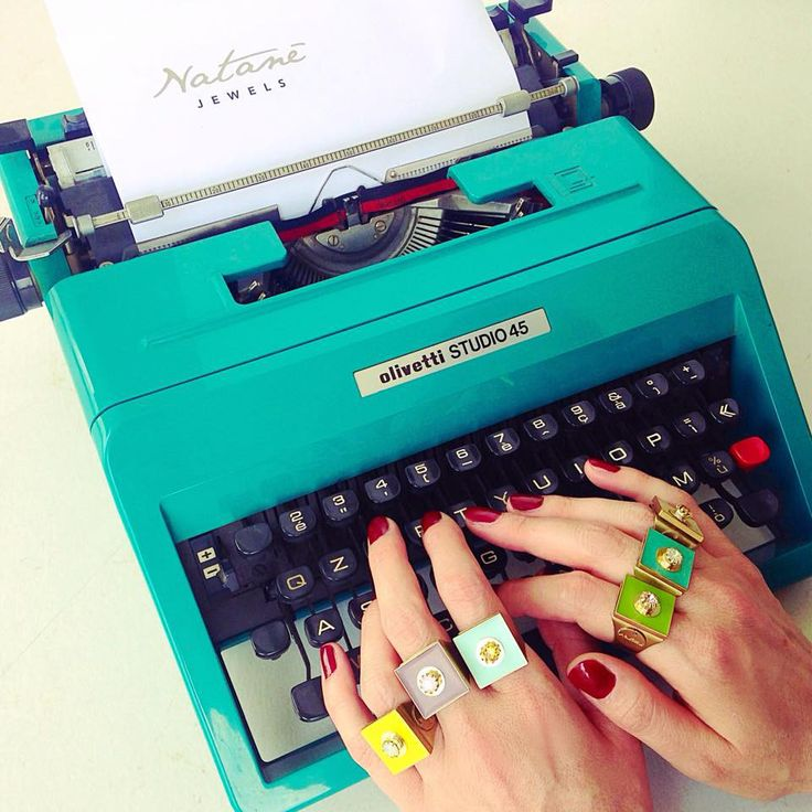 Write your best moments with Natanè. #ring #anello #anelli #colors #green #yelloow #bag #woman #fashion #style #outfit #swarovski #jewel #bijoux #girl #natanè