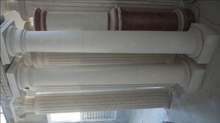Colonne in pietra - http://achillegrassi.dev.telemar.net/project/colonne-stile-dorico-in-pietra-bianca-di-vicenza-2/ - Colonne stile dorico in Pietra bianca di Vicenza Dimensioni:  250cm x 40cm x 40cm