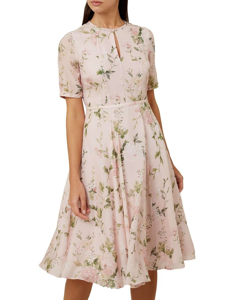 Such a pretty tea dress. Real 1940s style. It's silk so it will feel totally divine. Hobbs Riley Dress - House of Fraser #teadress #silkdress #ad #1940sstyle #retrofashion