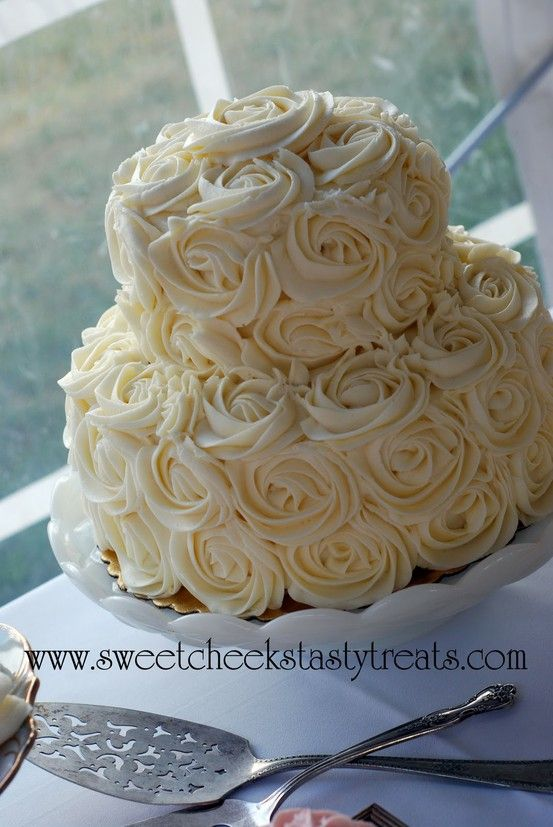 Stop the presses, I am in LOVE. I am finding someone in Guatemala who can make this cake for my wedding hahaha!