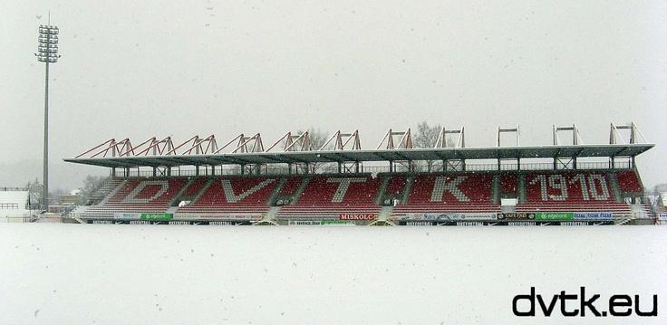 Teljesen belepte a hó a Diósgyőri Stadiont