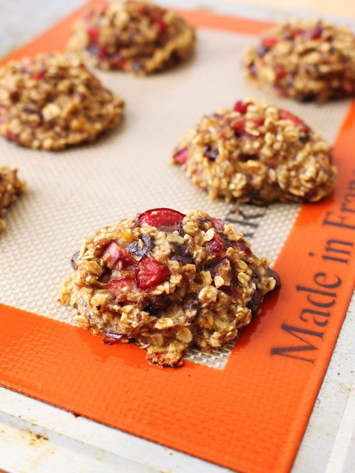 Dark Chocolate Cherry Banana Oat Cookies