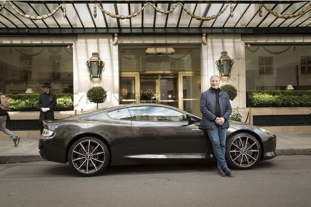 Eric Fréchon, le chef du palace parisien Le Bristol et l'Aston Martin DB9 GT.