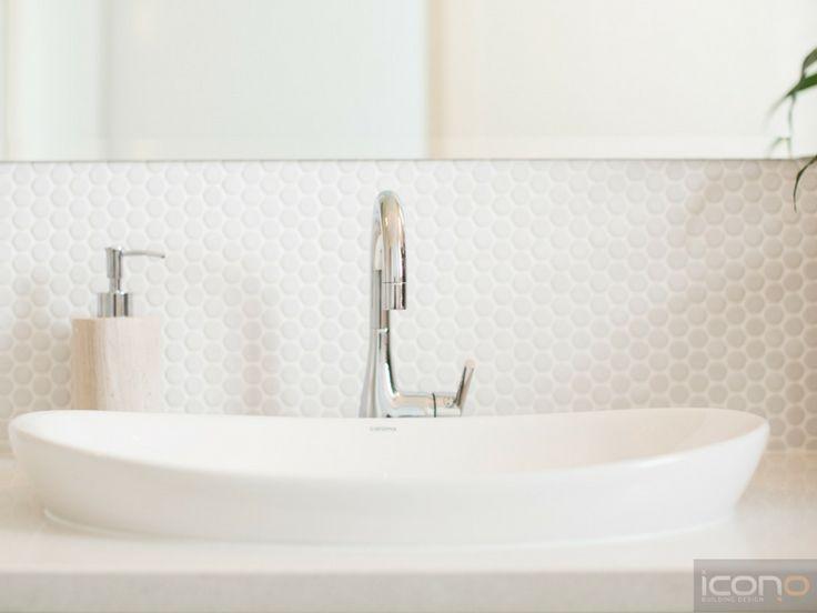 White bathroom sink. #bathrooms #iconobuildingdesign