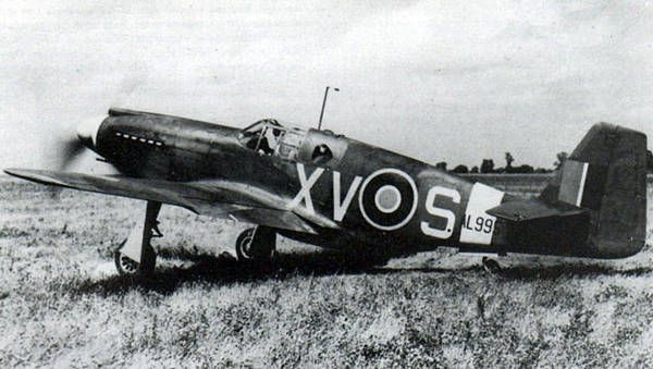 A Photographic Reconnaissance Mustang Mk1 of 2 squadron RAF