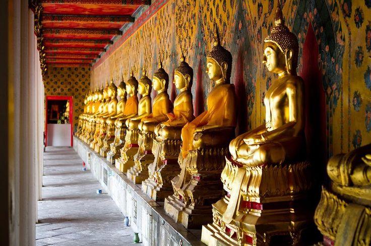 Grand Palace fotoğraflarına baktığımızda aslında Tayland'da kısıtlı zamanı olanların tüm tapınakları gezmek için zamanı yoksa gidilecek tek tapınak olarak seçtik. Bangkok'da bulunan 500 tapınak arasından en görkemlisi olan bu tapınaklar topluluğu sizlere çok güzel kareler sunacak. #uzaklaryakin #thailand #tayland  #bangkok #architecture #temple #buddha #buddhism #religion #grandpalace #travel #gezi #photography #photooftheday #photographers_tr #fotograf #asia #citylife #instagram…