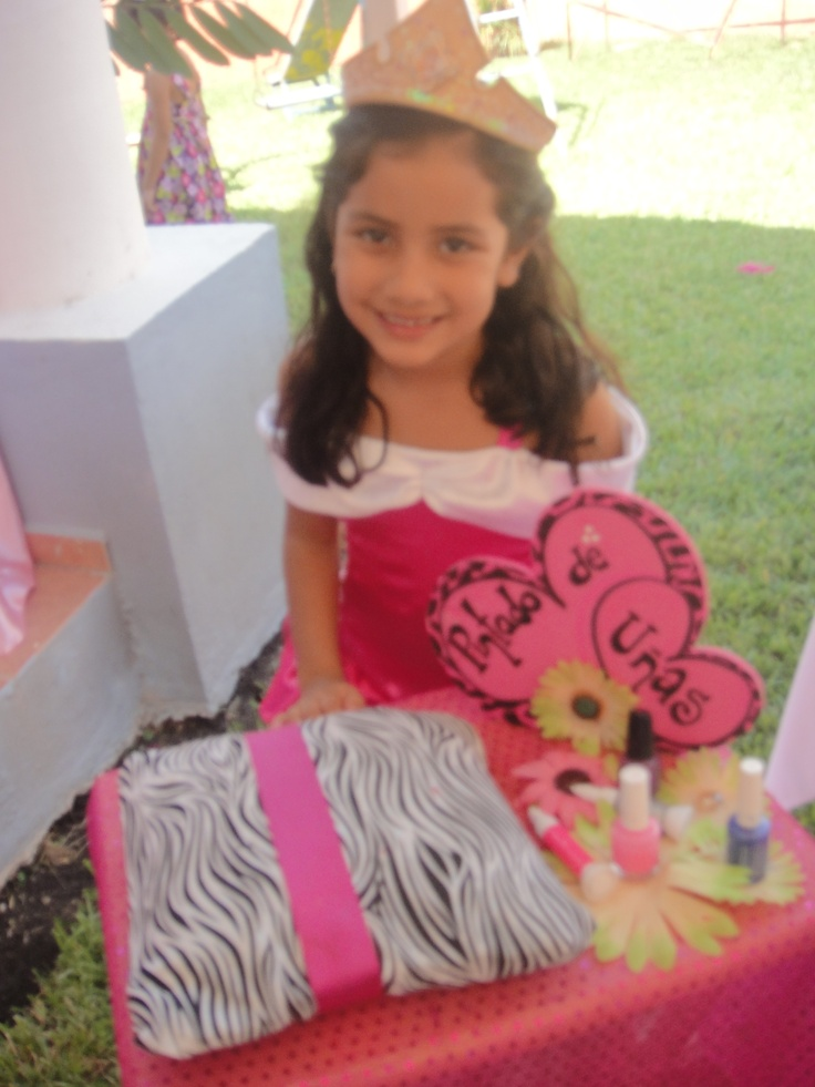 Spa para Niñas ofrece: Facial de chocolate, manicure, pedicure y masaje para niñas