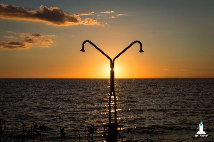Sonnendusche - Ein wunderbarer Sonnenuntergang über dem Meer in Porec/Kroatien.
