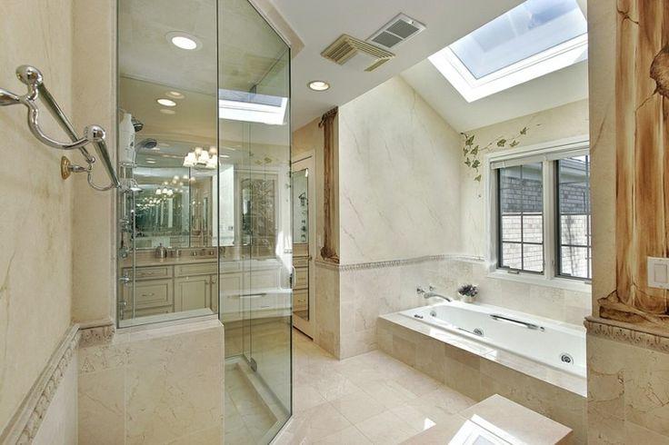 baño de lujo con bañera y ducha