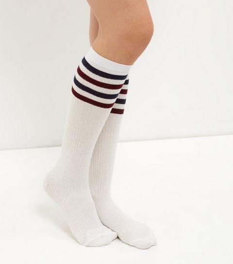 Chaussettes au genou blanches à rayures sur le haut