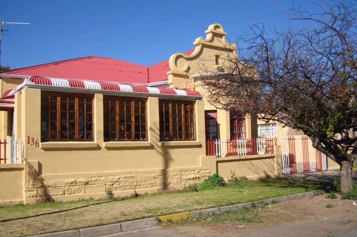 A lovely, freshly renovated Karoo house with a candy-striped stoep roof is on the market in Cradock.