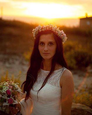 Foto de Mariana Gama Creative Photography.#beachwedding #weddingdress #vestidonoiva #casarnoivas #torresvedras #portugal #praia #casamento