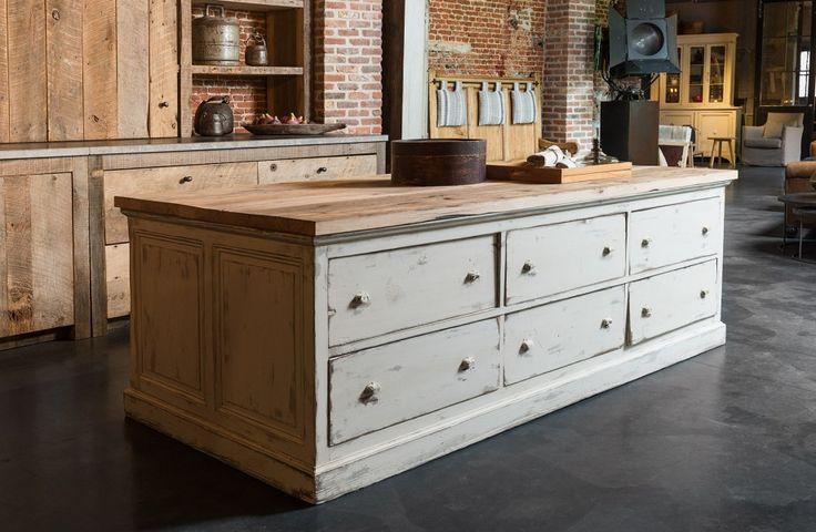 Originele bakkerstoog - Op maat gemaakt oud eiken top - Grote schuiven - Original baker's counter - Drawers all around - Custom made old oak table top - #WoonTheater