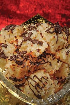 Coconut Macaroonscoconut-macaroons Wynona Correll of Glasgow, Kentucky Member of Farmers RECC  1 (14 oz) bag coconut 1 (14 oz) can Eagle Brand condensed milk 1 tsp vanilla flavoring 1⁄2 C chocolate chips, optional Paraffin wax
