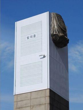 """서울시_이순신 장군상 공사 가림막 디자인 """"탈의중"""" 이제석 광고연구소"""