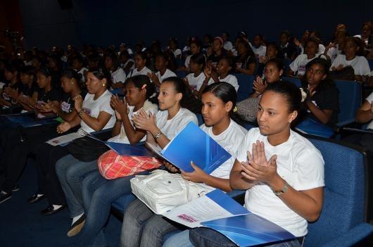 """Debaten en un panel los éxitos y retos de mujeres profesionales en carreras tecnológicas; 130 niñas de liceos asisten a celebración del """"Día Mundial de las Niñas y las TIC"""".    Con un encuentro-panel en el que siete ingenieras expusieron sobre las """"Mujeres profesionales en carreras TIC: Éxitos y retos"""", el Instituto Dominicano de las Telecomunicaciones (INDOTEL), la Comisión Nacional para la Sociedad de la Información y el Conocimiento (CNSIC) y Centro de Investigación para la Acción…"""