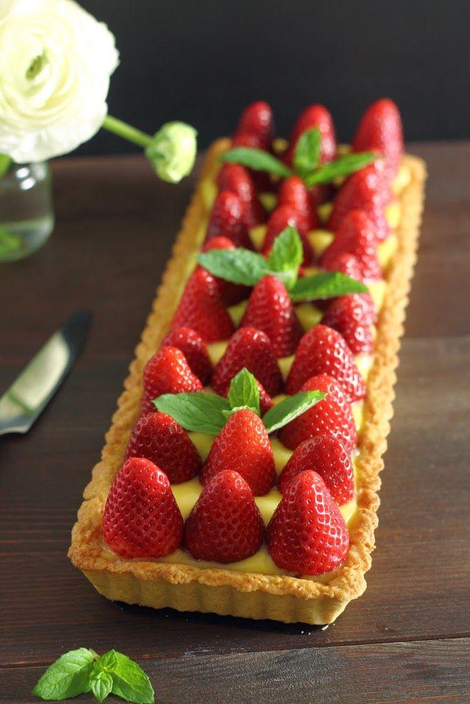 Crostata al farro con crema al limone e fragole | Formine e Mattarello
