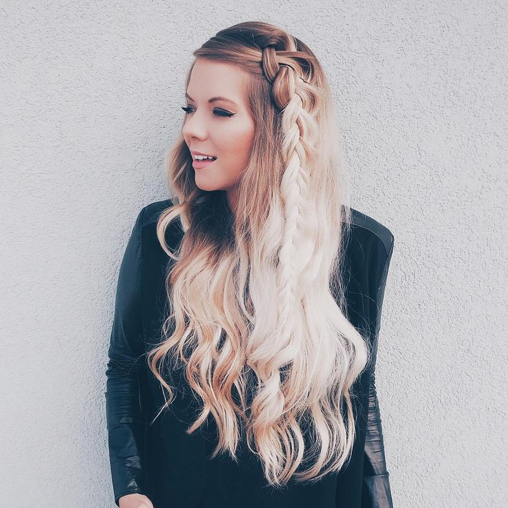 Sarah Nourse rocking gorgeous long hair!! She is using the 25mm CLassic Wand to get this amazing hairdo!