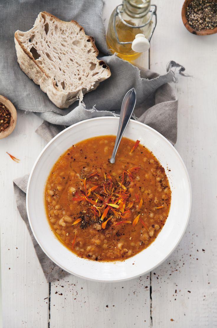 Snön regnade fort bort och i det här adventsrusket längtar jag mest efter kryddiga och värmande soppor. Denna är lite inspirerad av nordafrikanska kök och har smak av kummin och koriander. Just...