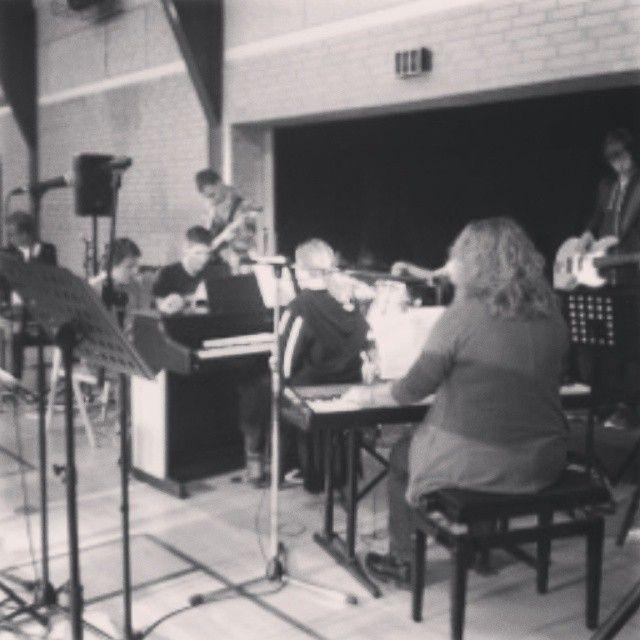 Musik holdet øver og øver de er super dygtige og det lyder super godt nede i hallen:-)  -Camilla 12