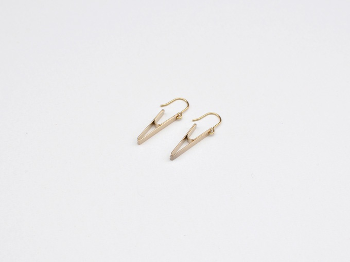 pick a jewel [pierced earrings]  - about $43 (3360Yen) *Exchange rate:79Yen/$)