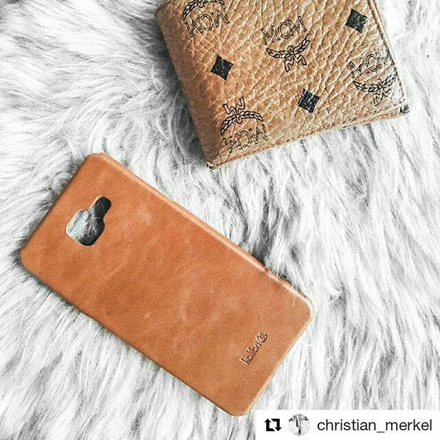 Our friend @christian_merkel did it again and is obviously in love with his leather case  Thank you for the beautiful picture!  Get yours here: amzn.kalibri.de/chris-a5  My backcover harmonizes perfectly with my mcm wallet How do you like it?  __________________________  #christian_merkel  #monochrome #minimalism #clean #simplethings #minimalove #mcm #kalibri #details #currentmood #blogger_de #lifestyleblogger #fashionblogger #blog #f4f #diewocheaufinstagram #wallett #luxury #germanblog…