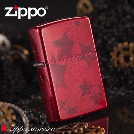 Zippo Red Star este o bricheta Zippo cu un finisaj candy apple, realizat printr-o tehnica inovatoare de aplicare sub forma de pudra. Rosul spectaculos cu un model de stele, va atrage privirile tuturor.
