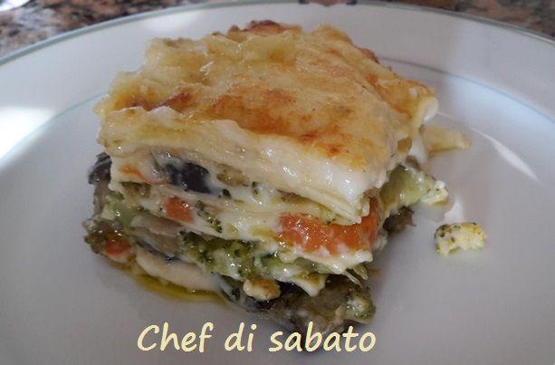 Le lasagne di verdure con la besciamella sono un primo piatto ottimo per convincere i ragazzi a mangiare un po' di verdura.
