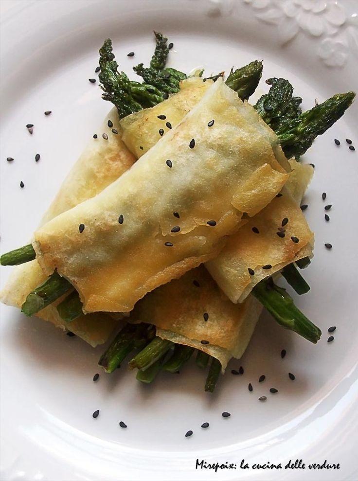 Involtini di pane carasau con asparagi e bufala, ricetta antipasto.