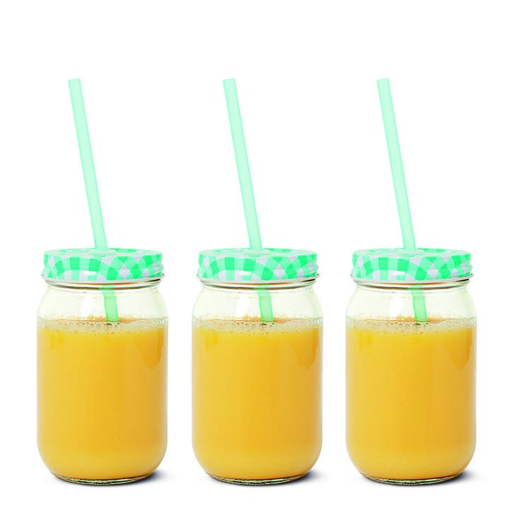 Słoiki na napoje. Zakrętki w kratkę w różnych kolorach. #jar #słoik #słój #koktajl #lemoniada #tigerpolska #tigerstores #słomka #słoikzesłomką #hit #summer #lato #holiday #hot #wakacje #wakacjewtugerze #kuchnia #kitchen #napój #juice #szklanka #glass
