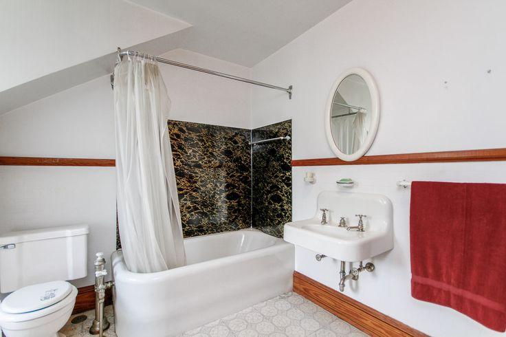 Historic Mumma House c.1923 - Bathroom