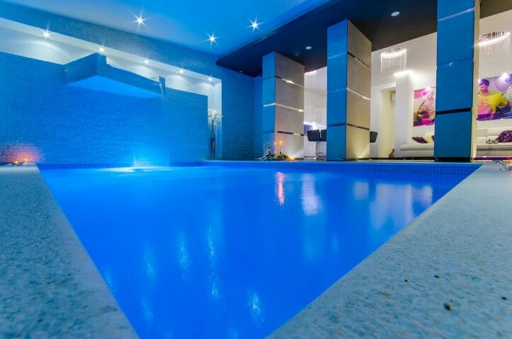 Apartment with indoor pool karlo pinterest for Apartment pool