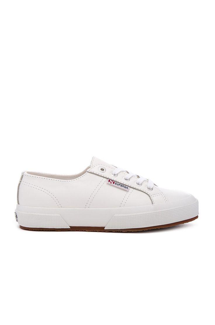 Superga 2750 Cotu Classic Leather Sneaker en Blanco | REVOLVE