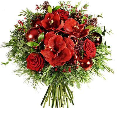 Bouquet con rose rosse, amarillis con foglie verdi e decorazioni natalizie.