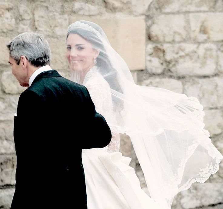 Ttiara Favorite Fashion Moments Kates Lace Veil Which Was Made Of Layers Soft Ivory Silk Tulle With A Trim Hand Embroidered Flowers