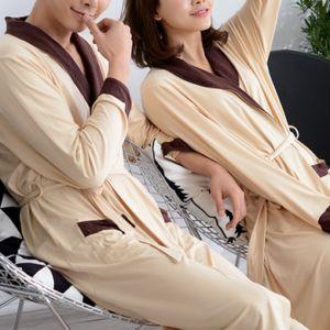 Peignoirs beige et marron pour couple