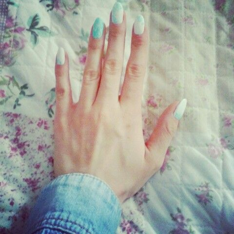 #Nails #Art #flowers #mint #white